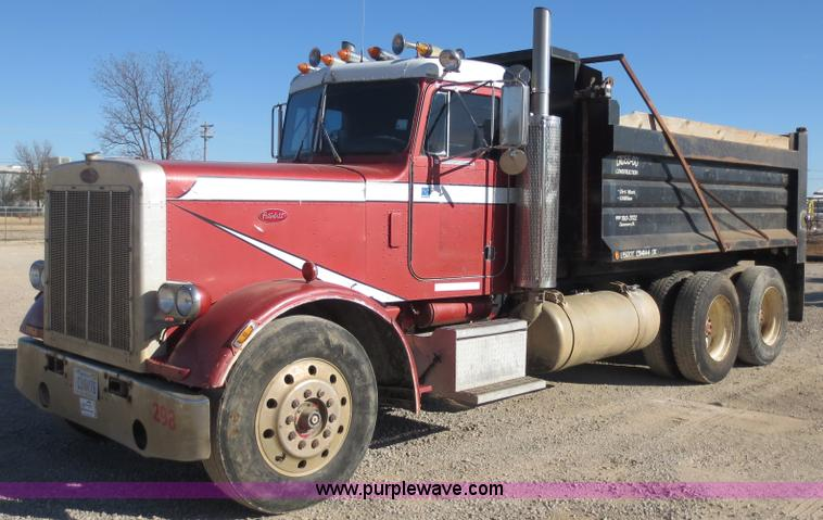 F6564.JPG - 1986 Peterbilt 359 dump truck , 126,127 miles on odometer , Cummins 14 0L L6 diesel engine , Nine sp...