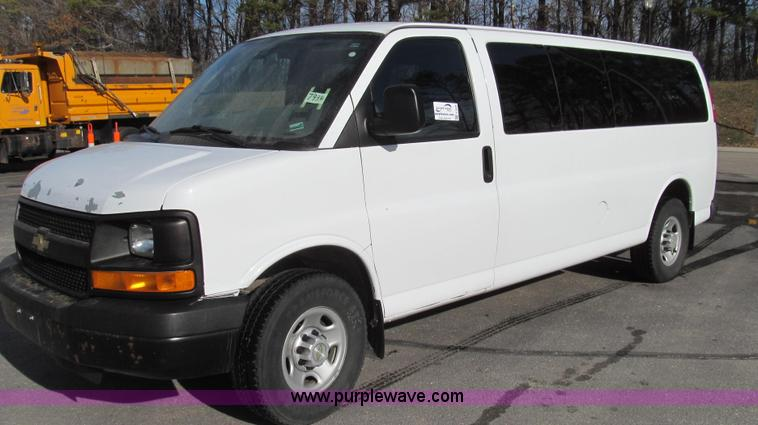 E3648.JPG - 2007 Chevrolet Express G3500 van , 164,946 miles on odometer , 6 0L V8 OHV 16V gas engine , Automati...