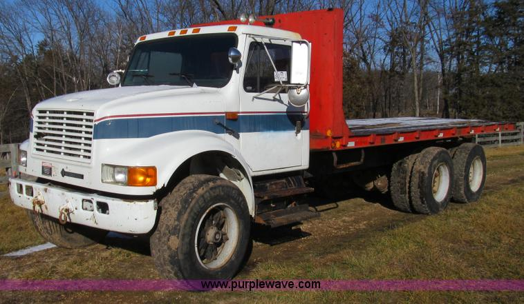 E3657.JPG - 1995 International 4900 flatbed truck , 123,168 miles on odometer , 503 hours on meter , Internation...