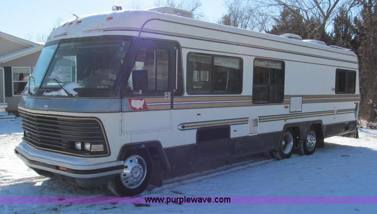 E5870.JPG - 1986 Chevrolet Imperial Holiday Rambler 33 RV , 89,301 miles on odometer , 7 4L V8 gas engine , Four...