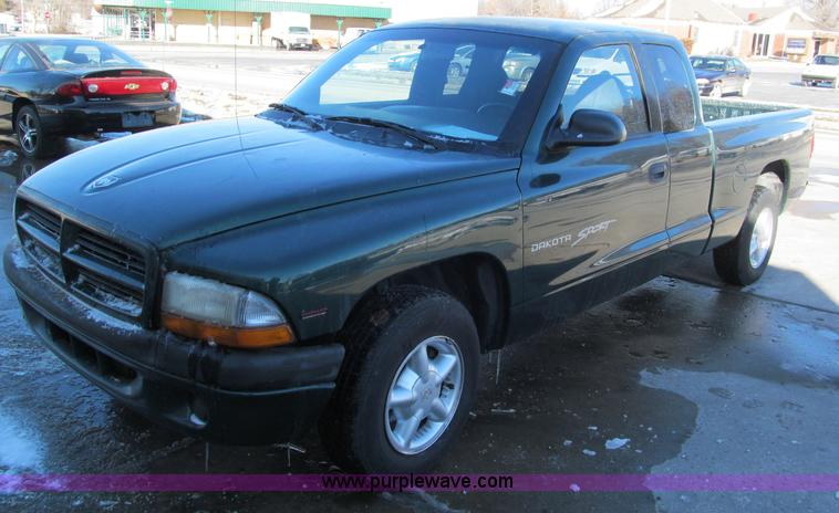E5871.JPG - 1999 Dodge Dakota Club Cab pickup truck , 166,418 miles on odometer , 2 5L L4 OHV 8V gas engine , Fi...