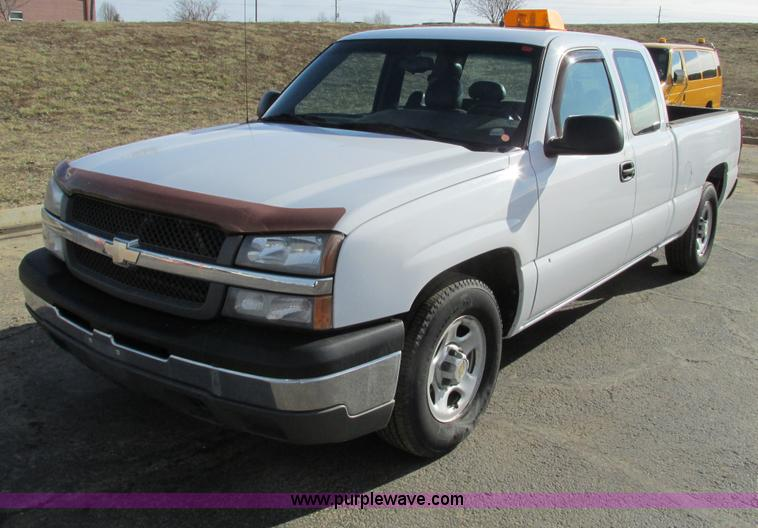 F4176.JPG - 2004 Chevrolet Silverado 1500 Extended Cab pickup truck , 206,470 miles on odometer , 5 3L V8 OHV 16...