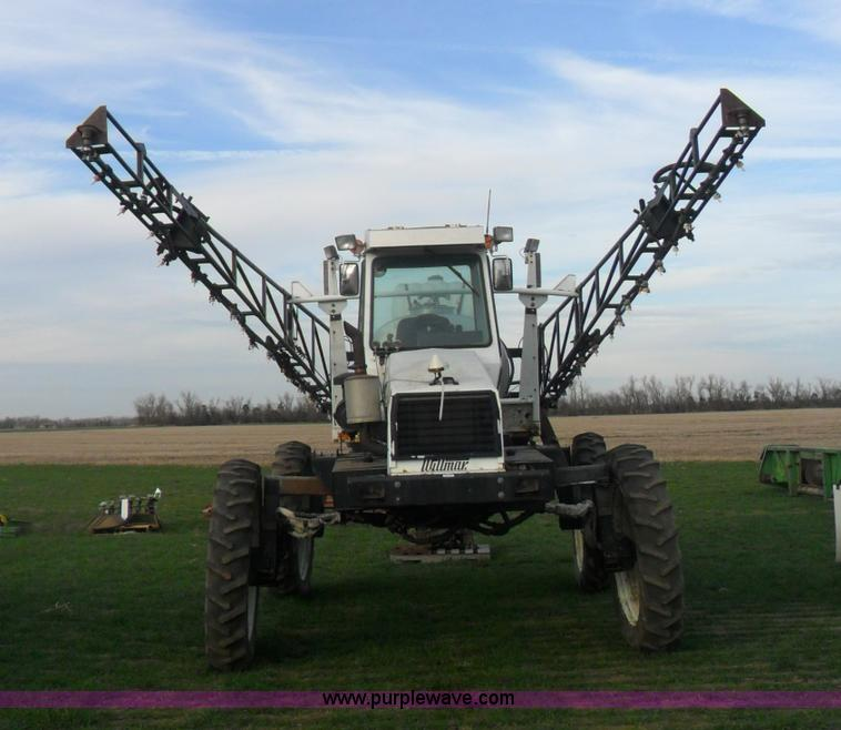 AB9241.JPG - Willmar 765HT self propelled sprayer , 4,023 hours on meter , John Deere four cylinder diesel engine...