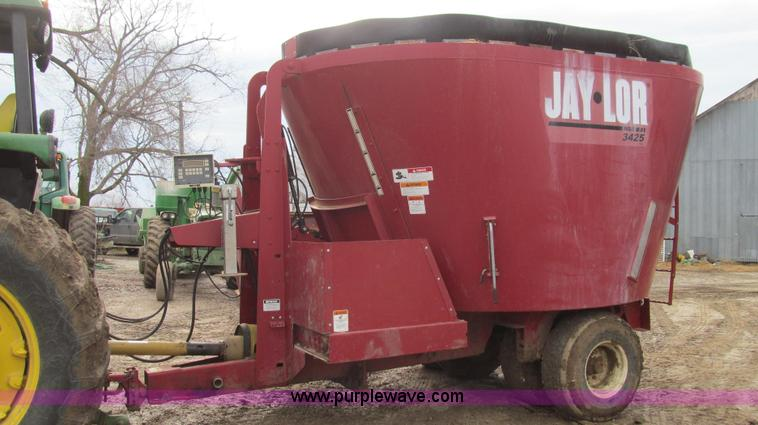 E3651.JPG - Jay Lor 3425 tub grinder , 425 cu ft capacity , 540 PTO , Weigh tronix 715 scale monitor , Light kit...