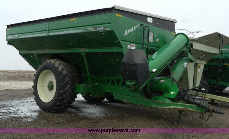 Y9052.JPG - 2006 Brent Avalanche 1084 grain cart , 1,000 bushel capacity , Walking axles , 1000 PTO , Roll over ...