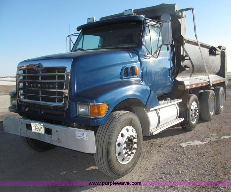 B5323.JPG - 2001 Sterling LT9501 tri axle dump truck , 343,311 actual miles , Caterpillar 3126B 7 2L turbo diese...
