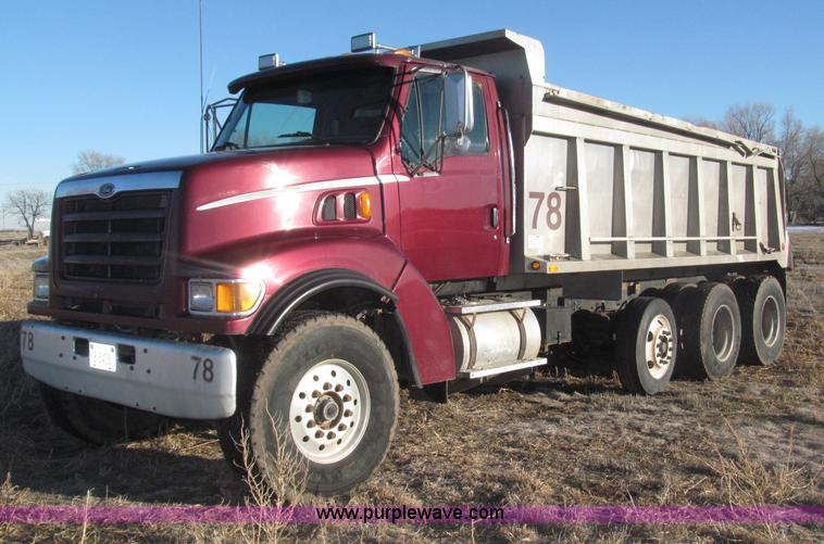 B5332.JPG - 1998 Ford LT9511 tri axle dump truck , 590,800 miles on odometer , Cummins M11 10 8L L6 diesel engin...