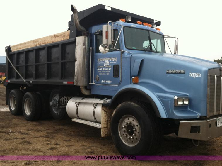B5336.JPG - 1998 Kenworth T800 tri axle dump truck , 435,872 miles on odometer , Cummins M11 10 8L diesel engine...