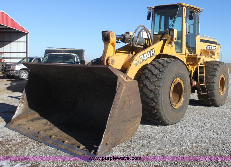 E8351.JPG - 1999 John Deere 744H wheel loader , 4,513 hours on meter , In use, additional hours will be on meter...