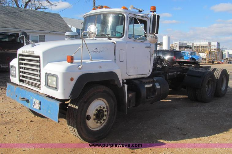 F4690.JPG - 1994 Mack RD688S semi truck , 116,754 miles on odometer , Mack six cylinder diesel engine , Maxtorqu...