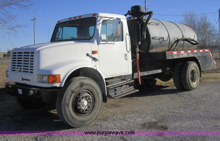 F6571.JPG - 1990 International 4700 vacuum truck , 367,853 miles on odometer , International DT466 six cylinder ...