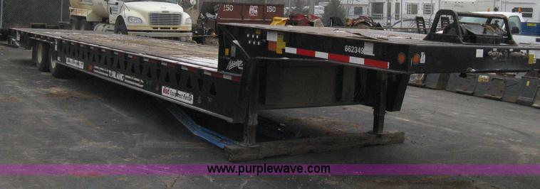 E3002.JPG - 2007 Trail King TK70HT Advantage Series hydraulic dovetail equipment trailer , Low profile/step deck...