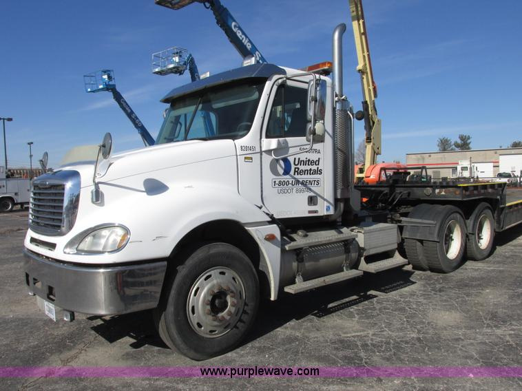 E7040.JPG - 2005 Freightliner Columbia semi truck , 265,709 miles on odometer , Caterpillar C13 12 5L L6 turbo d...