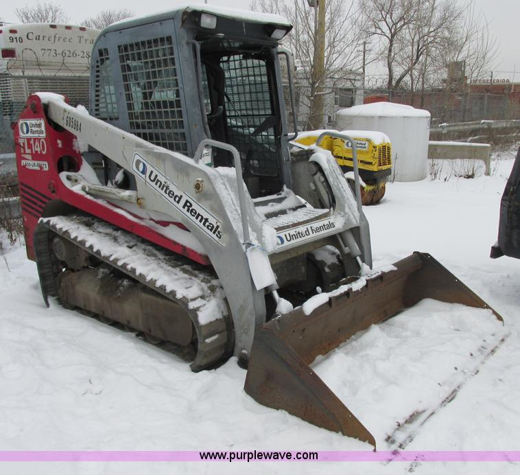 E7067.JPG - 2004 Takeuchi TL140 skid steer , 2,802 hours on meter , Three cylinder diesel engine , Liquid cooled...