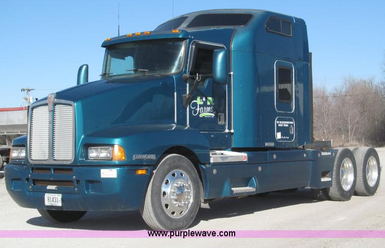 B5340.JPG - 1997 Kenworth T600 semi truck , 334,782 miles on odometer , 32,327 hours on meter , Cummins N14 14 0...