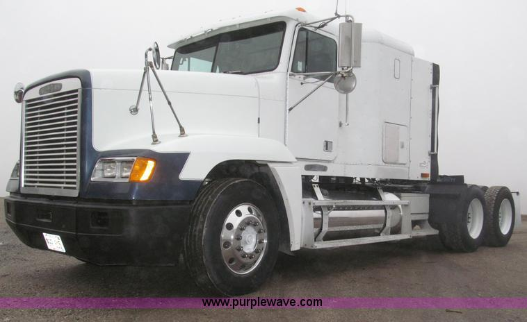 B5342.JPG - 1995 Freightliner FLD120 semi truck , 461,442 miles on odometer , ECM data shows 889,020 actual mile...