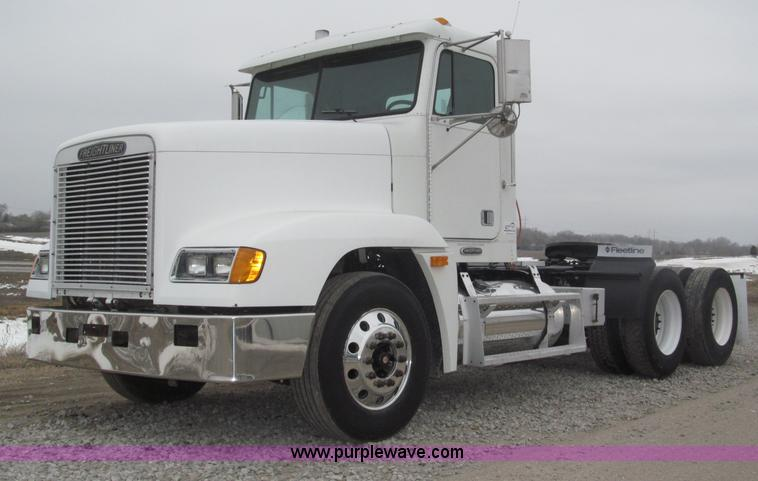B5348.JPG - 1998 Freightliner FLD120 day cab semi truck , 224,378 miles on odometer , ECM data shows 437,337 act...