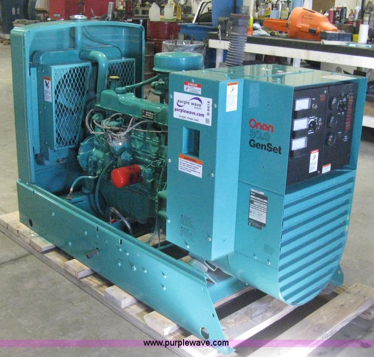 B8418.JPG - Onan 30 EK generator , 685 hours on meter , Spec L30728R , Serial L890286869 , LPG vapor or natural ...
