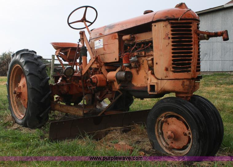 E2554.JPG - 1949 Case VAC tractor , Four cylinder gas engine , Four speed transmission , 72 quot belly blade , P...