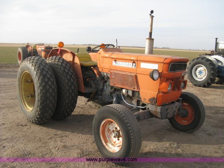 Dt Kubota M5500 Tractor Seats : Kubota m dt tractor no reserve auction on wednesday