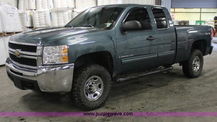 E2563.JPG - 2009 Chevrolet Silverado 2500 HD LT Extended Cab pickup truck , 141,962 miles on odometer , Vortec 6...