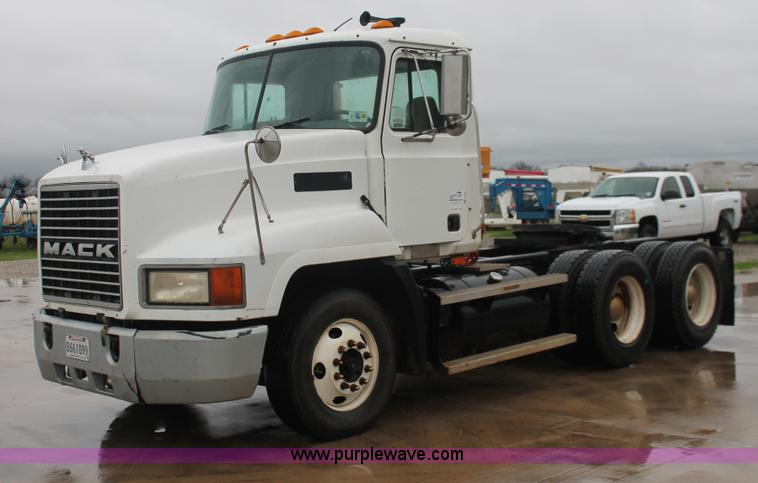 2000 Mack Tractor Truck : Mack ch semi truck no reserve auction on