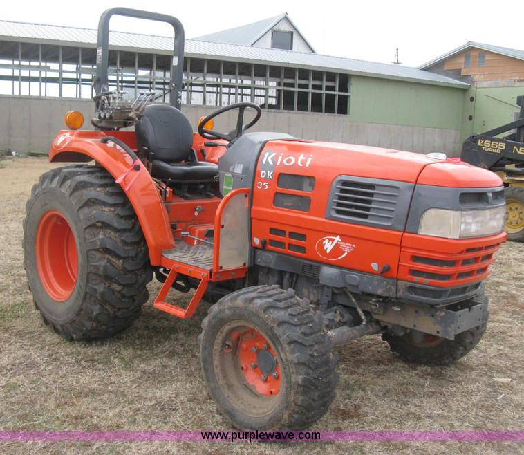 E3027.JPG - Kioti DK35 MFWD tractor , 681 actual hours , Three cylinder diesel engine , Manual transmission , 4F...