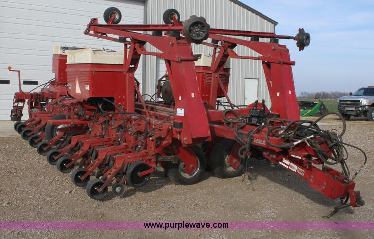 E8433.JPG - 1996 Case 955 Cyclo Air planter , 24 row , 30 quot spacing , Case planter control , Early riser moni...