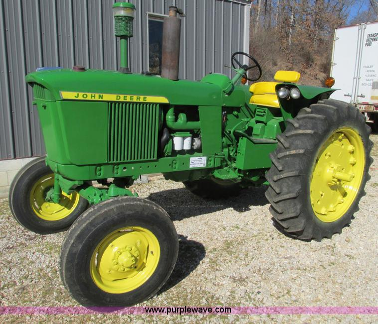 F4264.JPG - 1965 John Deere 3020 tractor , 9,858 hours on meter , Eight speed Syncro range transmission , 7 50 1...