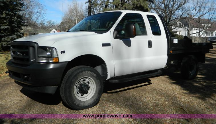 G7537.JPG - 2004 Ford F350 XL Super Duty flatbed pickup truck , 83,454 miles on odometer , 6 8L V10 SOHC 20V gas...