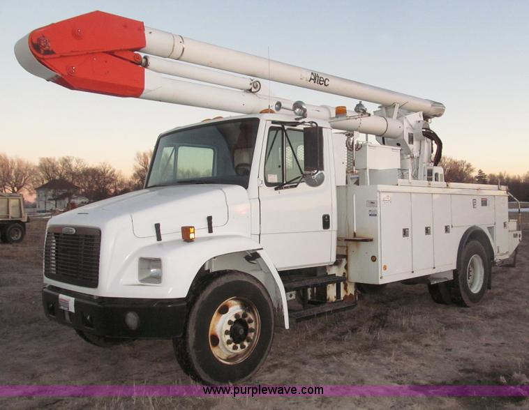 B5333.JPG - 2000 Freightliner Altec 50 boom truck , 162,151 miles on odometer , Caterpillar 3126 7 2L turbo dies...