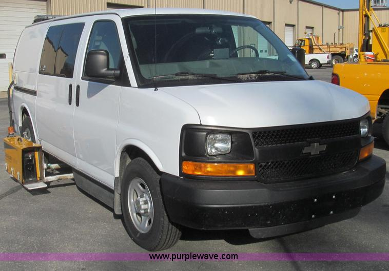 E3673.JPG - Laserlux CEN30 Mobile Retroreflectometer with 2006 Chevrolet Express 1500 Cargo van , 109,303 miles ...