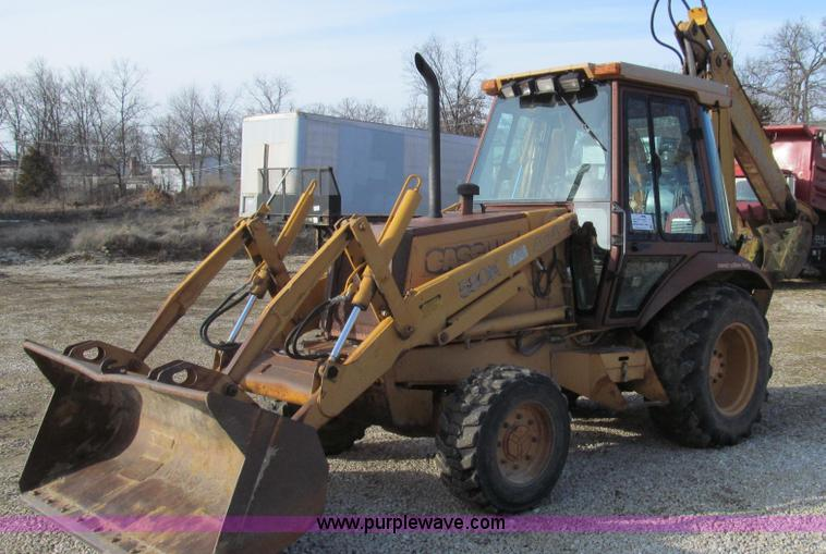 E3724.JPG - 1990 Case 580K Extendahoe backhoe , 7,891 hours on meter , Four cylinder diesel engine , Shuttle shi...