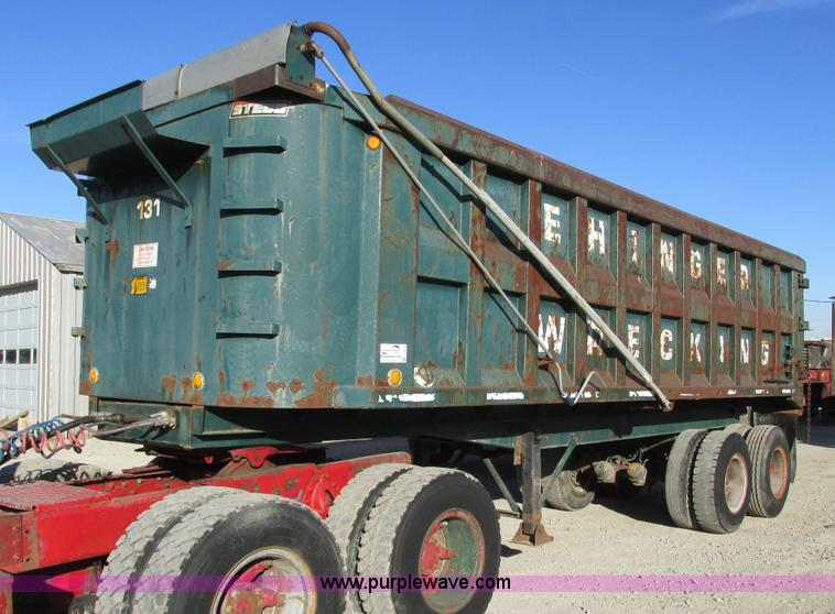 F4133.JPG - 1961 Steco SD2660 dump trailer , Four stage hydraulic lift cylinder , 74 quot W interior , Manual op...
