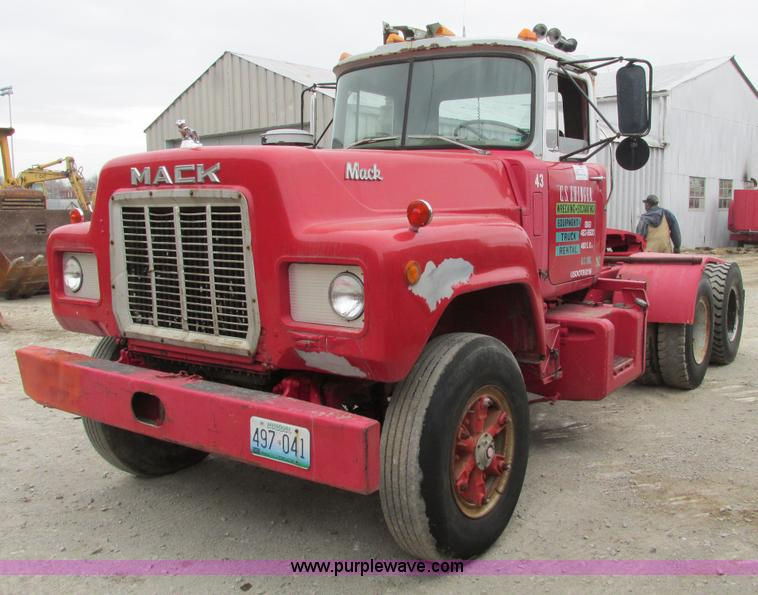 F4145.JPG - 1978 Mack semi truck , 202,397 miles on odometer , 9,408 hours on meter , Cummins six cylinder turbo...