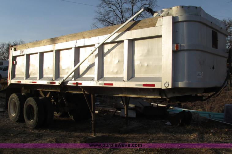 F4227.JPG - 1977 Highway TA 2442 24 aluminum end dump trailer , Rear mud flaps , 11R22 5 tires , GVWR 70,000 lbs...