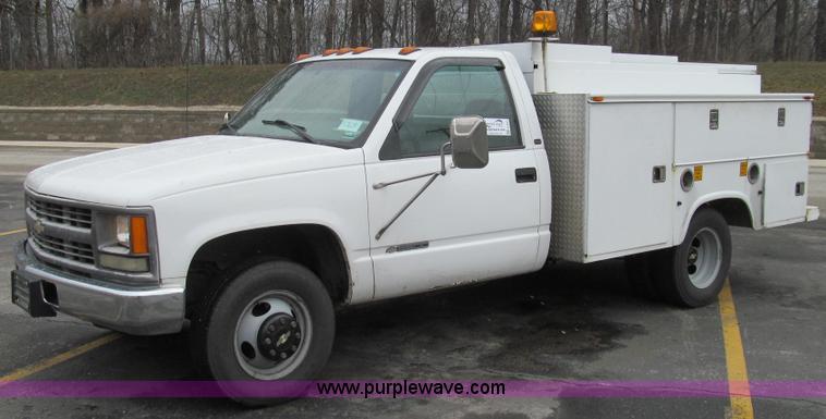 E3694.JPG - 1997 Chevrolet 3500 utility truck , 198,561 miles on odometer , 6 5L V8 OHV 16V diesel engine , Auto...