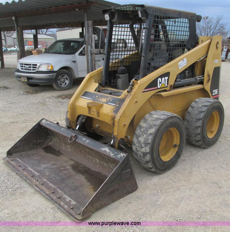 F4279.JPG - 2002 Caterpillar 236 skid steer , 2,584 hours on meter , Caterpillar four cylinder diesel engine , O...