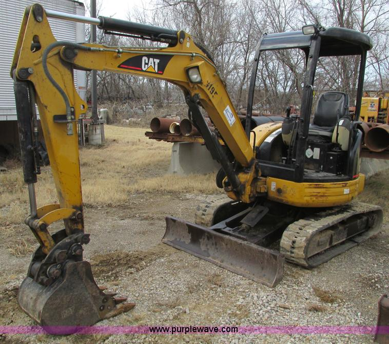 F4280.JPG - 2005 Caterpillar 303 CR mini excavator , 1,760 hours on meter , Three cylinder diesel engine , Model...