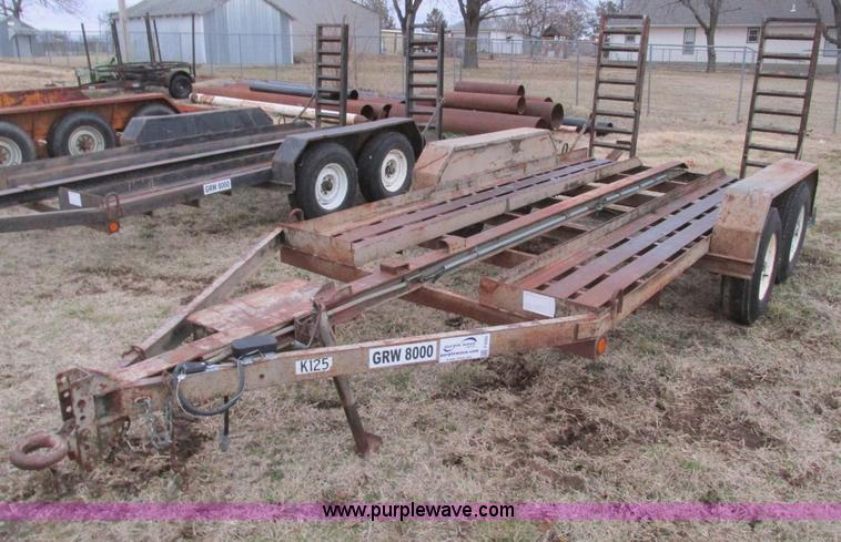 F4282.JPG - 1981 13 tandem axle trailer , 75 quot W , 5 5L x 18 quot W ramps , Pintle hitch , Safety break away ...
