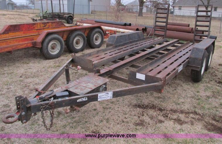 F4283.JPG - 1977 13 tandem axle trailer , 75 quot W , 52 quot L x 18 quot W ramps , Pintle hitch , Safety break ...
