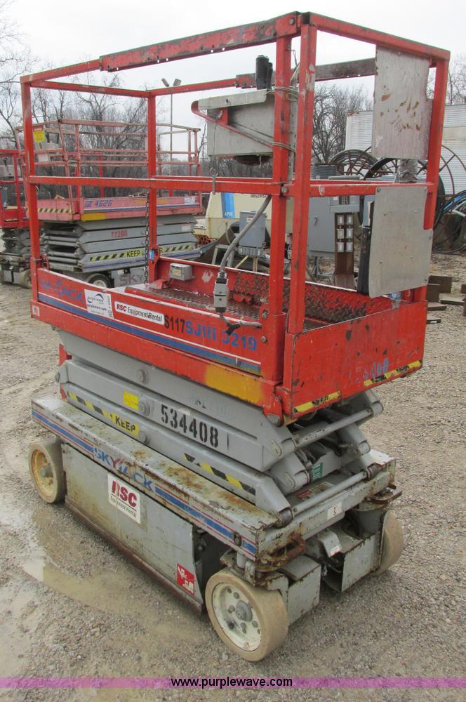 F4287.JPG - Skyjack SJ111 3219 scissor lift , 64 quot L x 28 quot W platform , 19 max platform height , 24V , 39...