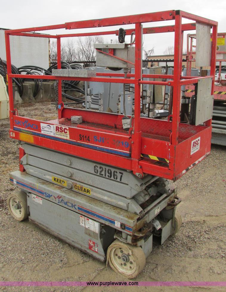 F4288.JPG - Skyjack SJ111 3219 scissor lift , 64 quot L x 28 quot W platform , 19 max platform height , 24V , 39...