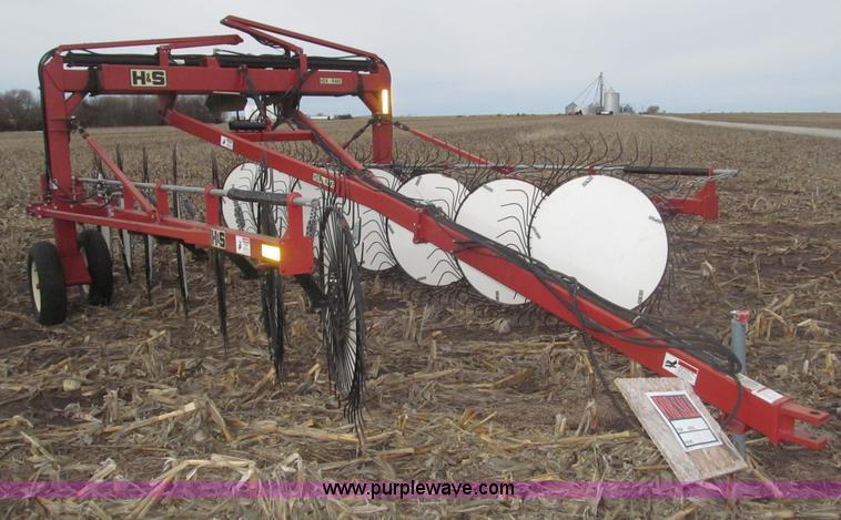 B5378.JPG - 2008 H amp S HDX 14 V style hay rake , Hydraulic folding wings , Up to 31 rake width , 14 38 quot ra...