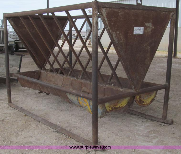 C3562.JPG - Shop built barrel and hay rack feeder , 5 x 9 x 6H , Barrels are rusted out and need to be replaced ...