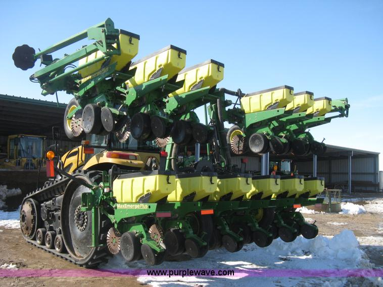 E3115.JPG - 2005 John Deere 1720 integral stack fold planter , 12 row , 30 quot spacing , Three point , Max Emer...
