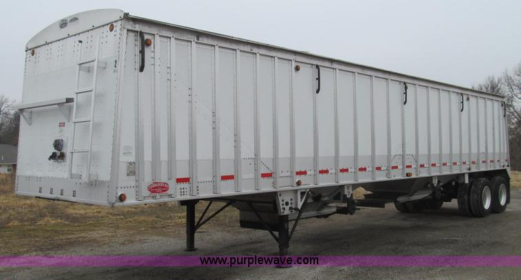 E3777.JPG - 2010 Cornhusker 800 hopper bottom trailer , 42L x 96 quot W x 80 quot H , Aluminum body , Holland ai...