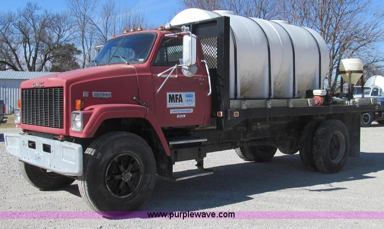 E3779.JPG - 1984 GMC Brigadier nurse tank truck , 343,273 miles on odometer , 1,361 hours on meter , Cummins NTC...