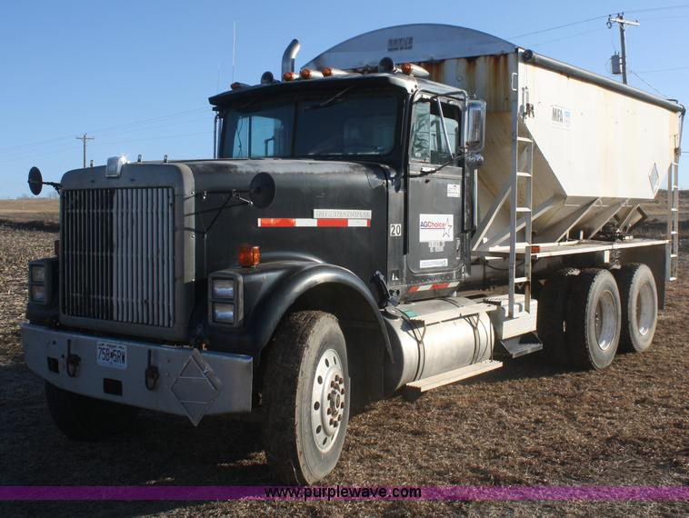 F2986.JPG - 1985 International F9370 dry fertilizer tender truck , 801,785 miles on odometer , Cummins NTC 400 L...