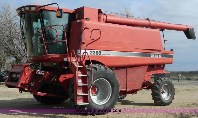 G7615.JPG - 1998 Case IH 2388 Axial Flow combine , 2,680 engine hours on meter , 1,931 separator hours on meter ...